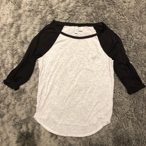 Divided Tops - Divided by H&M t shirt
